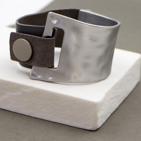 SILVER AND GREY LEATHER POPPER BRACELET